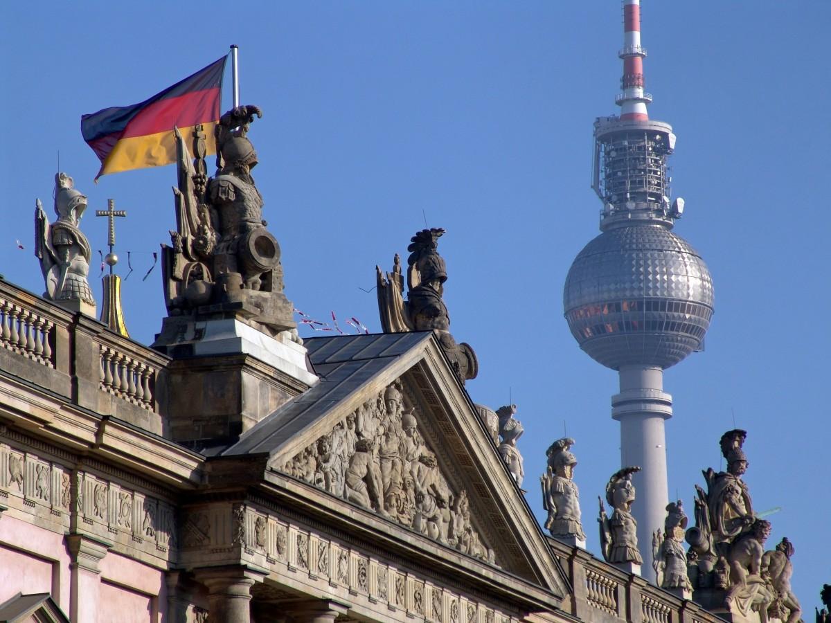 Tatjana Petzer Architektur Der Einheit Berlins Fernsehturm Zfl Blog